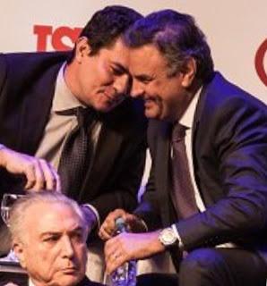 Ex-presidente do PSDB, Aécio Neves que responde a processos na Justiça Federal por corrupção bem a vontade com o Juiz da lava Jato em evento da istoé
